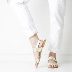 Onyva.ch / La Garconne Shoes #onyva #onlineshop #shoes #sandals #shoedesign #elegant #chic #switzerland #lagarconneshoes #partyshoes #summer #summershoes #summersandals #fashion Shoes Sandals, Flats, Elegant Chic, Party Shoes, Summer Shoes, Salvatore Ferragamo, Switzerland, Designer Shoes, Fashion