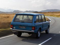 This commercial video is about the 1970 generation Land Rover Range Rover commercial entitled A Car for All Reasons. Range Rover 1970, Range Rover Classic, Range Rovers, 4x4, Landrover Range Rover, Garage Workshop Plans, Rc Trucks, Old Cars, Motor Car