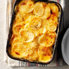 Simple Au Gratin PotatoesThese super cheesy potatoes au gratin are always welcome at our dinner table, and they're so simple to make. A perfect complement to ham, this homey potato gratin also goes well with pork, chicken and other entrees Potato Sides, Potato Side Dishes, Homemade Au Gratin Potatoes, Cheesy Potatoes, Mashed Potatoes, Augratin Potatoes Recipe, Scalloped Potatoes Au Gratin, Cheddar Potatoes, Sliced Potatoes