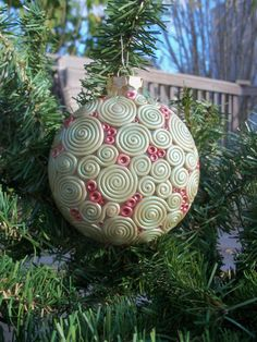 Polymer Clay Christmas Ornament - this would be pretty with beads too...