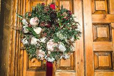 Toays we have a classic and elegant Christmas wedding for you held at Elmore Court in Gloucester, full of christmas touches and amazing flowers. Elegant Christmas, Christmas Wedding, Christmas Diy, Boho Wedding, Wedding Blog, Elmore Court, Christmas Crackers, Wedding Breakfast, Table Arrangements