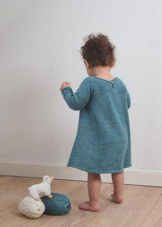 Klassisk kjole med lange ærmer 6-9 (12) 18 (24) mdr (opskrift) - Majlunds.dk