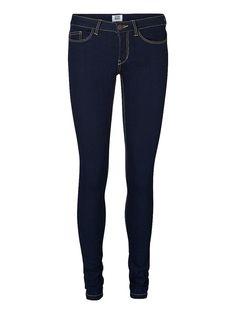 Vero Moda in Blue - Skinny-Fit-Jeggings. - Dehnbare Qualität mit niedriger Taille. - Klassischer 5-Pocket-Stil. - Taillenbund mit Gürtelschlaufen. 74% Baumwolle, 25% Polyester, 1% Elasthan...