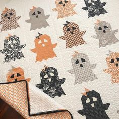 BOO Quilt Pattern from The Pattern Basket by Margot Languedoc Halloween Quilt Patterns, House Quilt Patterns, Halloween Quilts, House Quilts, Quilt Block Patterns, Halloween Crafts, Halloween Sewing, Disney Quilt, History Of Quilting