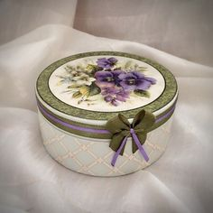 Decoupage Box, Decoupage Vintage, Decorated Gift Bags, Creative Box, Hat Boxes, Altered Boxes, Ceramic Flowers, Fabric Jewelry, Handmade Decorations