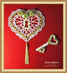 Какой он - ключ от сердца женщины,    И изготовлен из чего?    Быть может музыкально - песенный,    Скрипичный - не родня его?    Возмож...