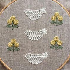 * 白い花鳥と、黄色い三つ花。 ・ ・ ・