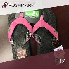NWT Sanuk womens pink and black sandals Sanuk womens pink and black sandals Sanuk Shoes Sandals