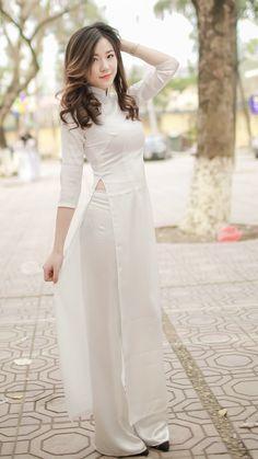 Best 12 All sizes Ao Dai, Asian Woman, Asian Girl, Vietnam Girl, Student Fashion, Poker Online, Beautiful Asian Women, Traditional Dresses, Asian Beauty