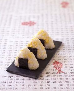 Onigiri de riz aux oeufs brouillés - cuisine japonaise, la recette d'Ôdélices : retrouvez les ingrédients, la préparation, des recettes similaires et des photos qui donnent envie !