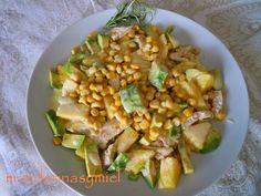 Ensalada de pollo, aguacate y piña