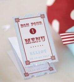 Menu personnalisé Fête Foraine :Pour parfaire votre table de Baptême ou Anniversaire Fête Foraine, choisissez les menus imprimés assortis.Dans l'esprit des tickets de manège, ils apporteront la touche finale à votre décor.Simplifiez-vous la vie, commandez vos menus imprimés chez Invite