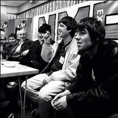 Oasis Rare Pictures, Cool Pictures, Liam Gallagher Noel Gallagher, Liam And Noel, Oasis Band, Britpop, Best Rock, Paul Mccartney, Cool Bands