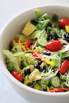 This Italian Fresh Green Salad is an easy tossed salad loaded with vegetables. Top with your favorite dressing. Best Easy Dinner Recipes, Easy Chicken Recipes, Healthy Recipes, Yummy Recipes, Yummy Food, Best Side Dishes, Side Dish Recipes, Fresh Green, The Fresh