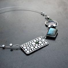 """Transformation...+...s+luxusnímlabradoritem+a+jadeitem+Autorský+cínovaný+náhrdelníkz+nové+kolekce+""""Circle"""".+***+Šperk+je+součástí+obruče+?14,5+cm-po+zavěšení+náhrdelníku+na+krk+se+samotné+dílky+prověsí+o+trochu+níž.+Velikostlabradoritu+cca+2,5+x+2+cm.+DÁRKOVĚ+BALENO"""