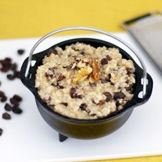 Oatmeal with cinnamon, raisins and walnuts. Ready in 10 minutes.