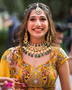 Indian Wedding Gowns, Indian Bridal Outfits, Indian Bridal Fashion, Indian Fashion Dresses, Indian Designer Outfits, Bridal Hair Buns, Bridal Hairdo, Hairdo Wedding, Wedding Dress