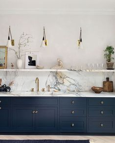 Want a Navy Blue Kitchen? You're Not Alone — Here Are the Best Paint Colors If you're considering a navy blue kitchen, look no further than these inspiring spaces and accompanying paint colors. Home Decor Kitchen, Kitchen Interior, Kitchen Modern, Interior Modern, Bathroom Interior Design, Kitchen Furniture, Diy Kitchen, Blue Kitchen Inspiration, Kitchen Ideas Color