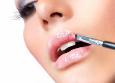 Tendência de maquiagem: a volta arrasadora do gloss para o verão 2017