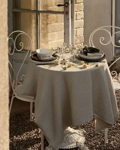H&m Home, Linen Tablecloth, Kitchen Storage, Indoor Outdoor, Minimalism, Table Settings, Dining Table, Table Decorations, Tableware
