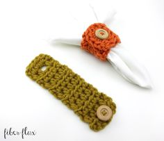 The Harvest Button Napkin Rings are an easy way to add a handmade touch to the table. Crocheted with chunkier yarn, they are super fas. Crochet Fall, Crochet Home, Free Crochet, Knit Crochet, Crochet Rings, Crochet Mandala, Yarn Shop, Sewing A Button, Crochet Projects