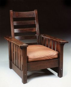 Chapter 18 Shingle Style and American Arts and crafts: Gustav Stickley chair, American Arts and Crafts. Gustav Stickley and Wm. Morris were the most known of the furniture makers. Here at least. Craftsman Furniture, Furniture Plans, Furniture Design, Chair Design, American Craftsman, Craftsman Style, Craftsman Homes, Morris Chair, Mission Style Furniture