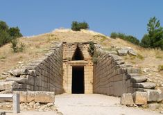 Treasury of Atreus, c. 1,300-1,200 BCE, Mycenae, Peloponnesus (Mycenaean) Arteus was the king of Mycenae