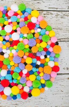 45 adorable DIY pom pom projects to try! From a pom pom rug to pom pom pillow, pom pom wreath, and all kinds of pom po Diy Pom Pom Rug, Pom Pom Wreath, Pom Pom Crafts, Cactus Wall Art, Cactus Print, Diy Décoration, Easy Diy, Craft Stick Crafts, Easy Crafts