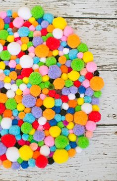 cute & easy diy pom pom rug