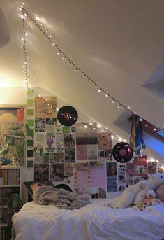 Indie Bedroom, Indie Room Decor, Cute Room Decor, Room Design Bedroom, Room Ideas Bedroom, Bedroom Inspo, Cute Room Ideas, Grunge Room, Pretty Room