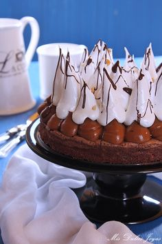 Tarta brownie con dulce de leche, merengue y cacahuetes - Mis Dulces Joyas Flan, Chocolates, Cake, Desserts, Calendar, Decorating, Manga, Recipes, Templates