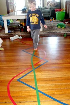 Walk the line activity helps with gross motor skill Kombinera med en färgtärning?