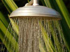 Si el agua no sale bien en la ducha es que la alcachofa puede estar atascada. Es un problema común que tiene soluciones muy sencillas. ¡Atentos!