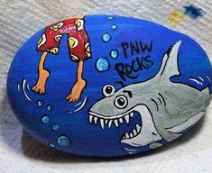 Shark Painting, Pebble Painting, Pebble Art, Stone Painting, Rock Painting, Painted Rocks Craft, Hand Painted Rocks, Painted Stones, Labrador Silhouette