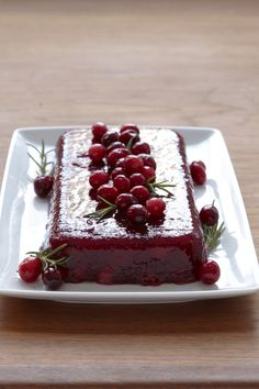 Cranberry-Apple Mold #thanksgiving #sides #holidays