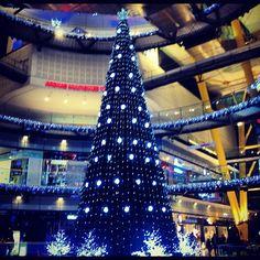 Navidad en las Arenas de Barcelona Richard Rogers, Burj Khalifa, Christmas Tree, Spaces, Building, Travel, Barcelona City, Sands, Cities