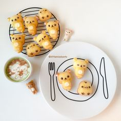 Rilakkuma Honey Cakes - Little Miss Bento Japanese Sweets, Japanese Food Art, Japanese Cake, Japanese Snacks, Japanese Bread, Cute Desserts, Asian Desserts, Rilakkuma, Cute Food