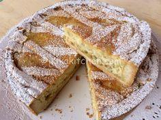 La pastiera napoletana è un dolce tipico pasquale. Un dolce di pasta frolla dal morbido ripieno a base di grano, ricotta e canditi.