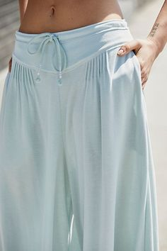 Denim Fashion, Look Fashion, Fashion Outfits, Street Style Inspiration, Le Tennis, Easy Yoga Poses, Outfit Trends, Pants For Women, Clothes For Women