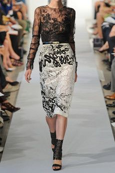 OSCAR DE LA RENTA Macramé-lace pencil skirt