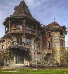 I would love to renovate this!!!