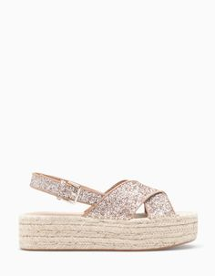 At Stradivarius you'll find 1 Flatform glitter for woman for just 699 MXN . Visit now to discover this and more SANDALIA PLANA.