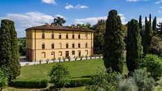 Villa Rocchi located in Torrita di Siena (SI). Aerial photo by Max Morriconi.