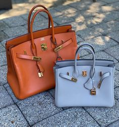 "Monika Arora on Instagram: ""These have been the two Birkins  in rotation this week 🤪 similar —yet so different: B35 🆚 B25, what's your preference❓Share below ⤵️ In…"" Ring Watch, Watch Necklace, Hermes Birkin, Luxury Lifestyle, Designer Handbags, Fashion Shoes, Two By Two, Girly, Accessories"
