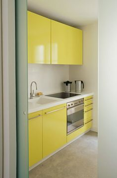 How cheerful and unexpected is this tiny yellow kitchen? Tiny homes