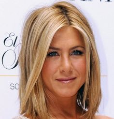 Jennifer Aniston con caschetto