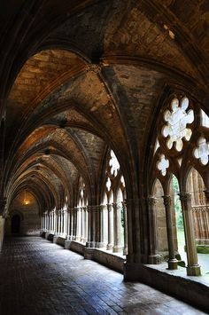 Cloister of Veruela Abbey near Vera de Moncayo - Zaragoza, Spain Cathedral Architecture, Gothic Architecture, Beautiful Architecture, Beautiful Buildings, Architecture Details, Aragon, Santorini, Temple Ruins, The Cloisters