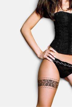 Love the garter tattoos! Henna Thigh Tattoo, Thigh Garter Tattoo, Lace Garter Tattoos, Tattoo Femeninos, Cuff Tattoo, Flower Thigh Tattoos, Leg Henna, Thigh Band Tattoo, Hip Tattoos For Girls
