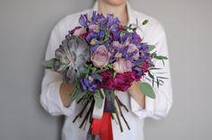 Букет невесты в фиолетово-малиновой гамме с сукуулентом / Bridal purple and crimson flowers with succulent