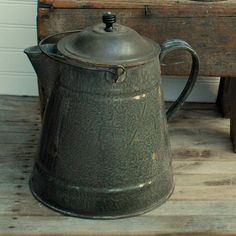My dad has one of these...I love the grey Graniteware!